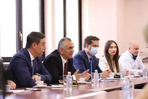 Delegacioni i OAK-së pritet në takim nga Ministria e Ekonomisë në Maqedoninë e Veriut